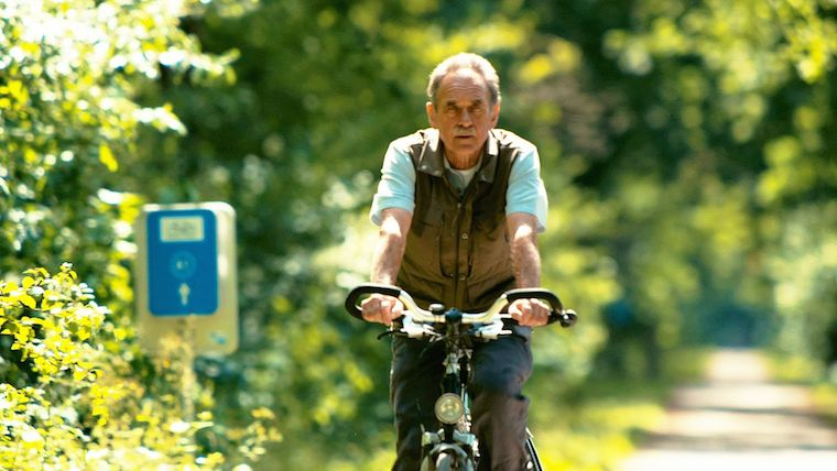 Hugo Bollen rides a bike in nature