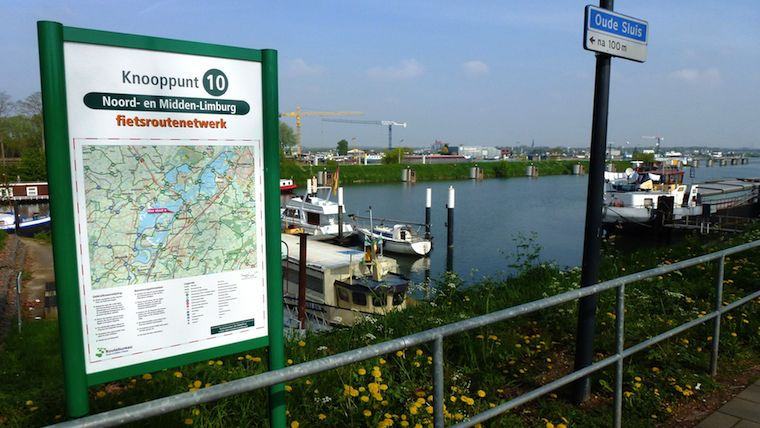 on-location display of the local map